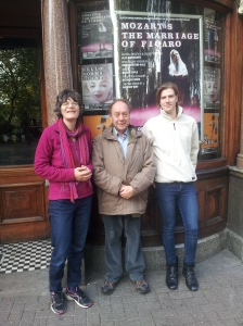 Quick promo for the #islingtonfacesLIVE event on 25 Oct with a photo shoot outside the King's Head Theatre. I asked a passer by to snap us all so you can see Nicola Baird, Peter Gruner from the Tribune newspaper and Dominic Haddock, Executive Director of the King's Head Theatre & Opera Up Close.