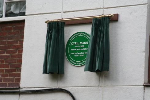 Cyril Mann gets an Islington People's Plaque on Bevin Court, Cruikshank Street, WC1.