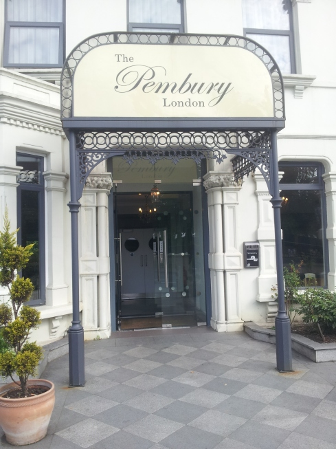 Pembury Hotel opposite Finsbury Park is a quiet place for tea or coffee and has a peaceful garden space on the ground floor.