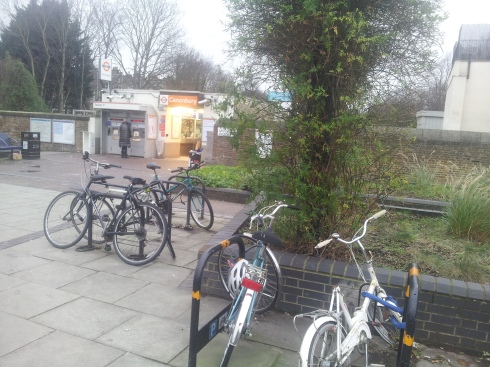 Cannonbury overground - teh entrance has a pretty garden, a few useful shops, bike parking and just over the road the lovely Snooty Fox pub (pub quizes at 9pm every tuesday, £1 per person entry & prizes for 1st-3rd teams). (c) Islington Faces
