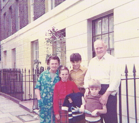 1970s holiday back to Islington: Ivy's children with their Granny and Grandad outside 5 Wharfdale Road. (c) Ivy Freeman